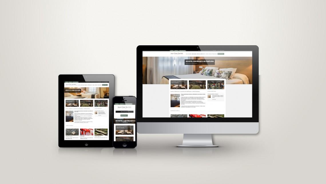 Web responsive de Casa Jacinto vista en tres pantallas, tablet, móvil y ordenador