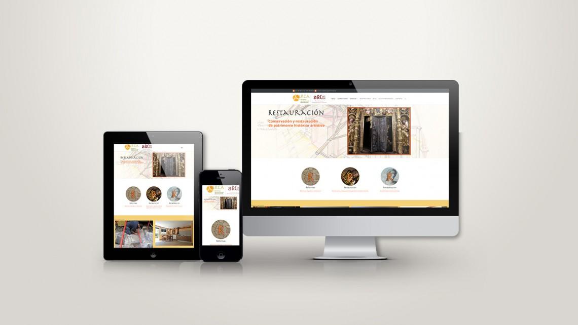 Web responsive de Arca patrimonio vista en tres pantallas, tablet, móvil y ordenador