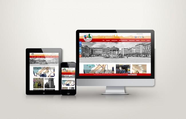Web responsive de casco antiguo vista en tres pantallas, tablet, móvil y ordenador